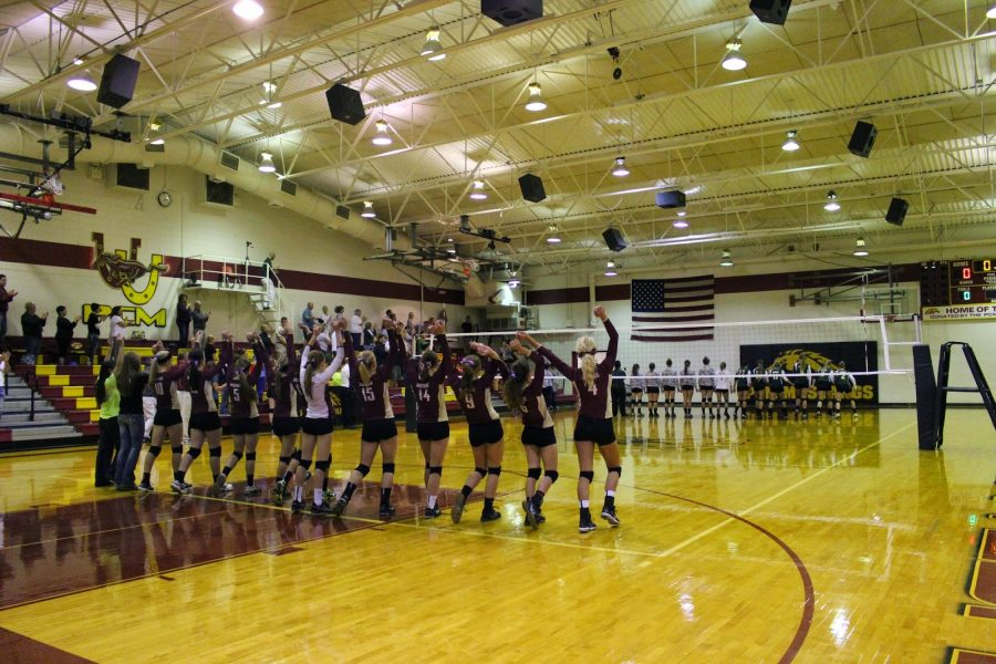 Senior+volleyball+girls+go+out+with+bang