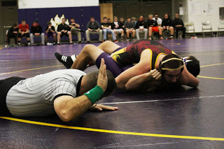 Wrestlers struggle with lacking lineup