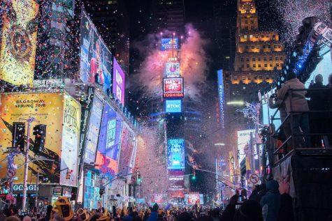 https://deadline.com/2018/12/how-to-watch-the-times-square-ball-drop-on-new-years-eve-1202527622/